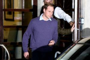 Prince William leaving King Edward VII hospital this afternoon after spending the day with Kate.